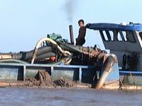 Khai thác cát là nguyên nhân gây sạt lở nghiêm trọng tại ĐBSCL