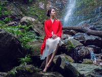 Hương Ly Next Top Model đẹp mơ màng giữa khung cảnh núi rừng