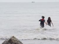 Ghét thì yêu thôi - Tập 9: Du lao ra biển cứu Kim tự tử