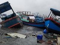Ngư dân Khánh Hòa và Phú Yên xử lý tàu cá bị thiệt hại do bão