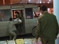 Lào Cai: Bắt xe ô tô chở 1 tấn thuốc nổ