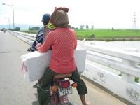 Thuốc lá lậu ồ ạt tuồn vào Việt Nam