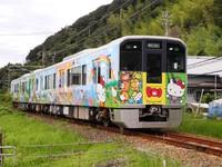 Những đoàn tàu 'khoác áo Hello Kitty' đặc biệt ở Nhật Bản