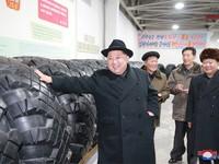 Nhà lãnh đạo Triều Tiên Kim Jong-un thăm nhà máy chế tạo lốp xe chở tên lửa