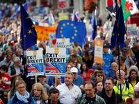 Nghìn người dân xuống các con phố tuần hành phản đối Brexit