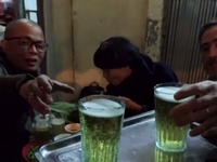 Bia hơi 'thân thiện' của Hà Nội lên sóng CNN