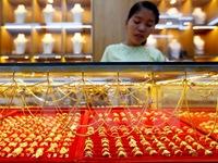 Giá vàng địa cầu chạm mức cao nhất trong hơn 9 tháng qua
