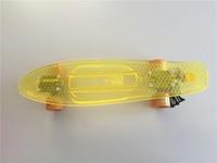 Anh: Độc đáo phát minh ván trượt làm từ túi nilon
