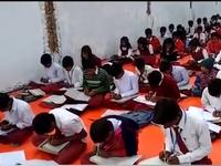 Độc đáo ngôi trường dạy viết bằng cả hai tay tại Ấn Độ