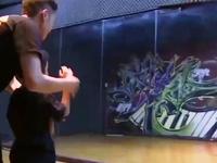 Chàng trai vũ công cưu mang 3 vũ công nhí mồ côi