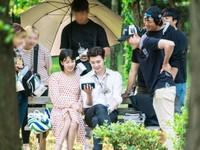 Lee Jong Suk nở nụ cười mãn nguyện bên Suzy