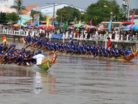 Khmer people in Tra Vinh celebrate Ok Om Bok Festival