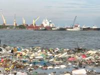 Nghẹt thở với 'thủy triều' rác thải nhựa tại Haiti