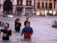Chùm ảnh: Choáng Venice những ngày 'phố cũng như sông'