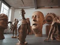 Độc đáo tác phẩm điêu khắc từ bìa cứng