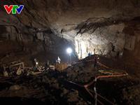 Vụ sập hầm vàng ở Hòa Bình: Đưa máy xúc vào hang để tìm kiếm, cứu nạn