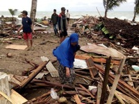 Tổng thống Indonesia yêu cầu khẩn trương cứu hộ nạn nhân sóng thần