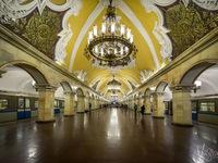 Bày bán biển báo ga tàu điện ngầm Moscow, Nga