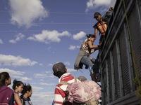 Người nhập cư hoang mang ở biên giới Mỹ -  Mexico