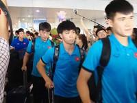 Đội tuyển Việt Nam về nước trong sự đón chờ của cổ động viên