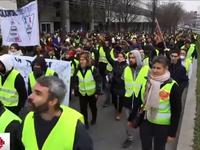 Lực lượng 'áo vàng' nhắm vào các cơ quan báo chí