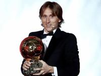 """Sau 10 năm, QBV - Ballon d""""Or đã tuột khỏi tay C.Ronaldo và Lionel Messi!"""