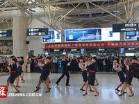 Biểu diễn flashmob mừng năm mới tại sân ga Nam Kinh, Trung Quốc