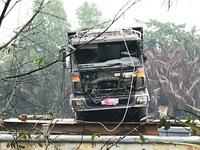 Trục vớt xe tải làm sập cầu Long Kiểng