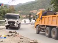 Người dân chặn xe ben, xe tải gây bụi trên tỉnh lộ 3