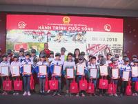 'Hành trình cuộc sống' tặng 400 chiếc xe đạp cho học sinh nghèo tại Nghệ An