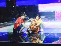 Chung kết Sing My Song: Học trò Lê Minh Sơn 'cõng chồng' lên sân khấu