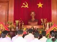 Nghệ An dâng hương tưởng niệm 128 năm ngày sinh Chủ tịch Hồ Chí Minh
