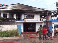 Cháy lớn thiêu rụi hàng nghìn m2 xưởng sản xuất khăn lạnh ở TP.HCM