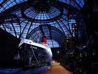 Chanel mang du thuyền khổng lồ lên sàn diễn Paris