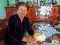 Người phụ nữ 20 năm lượm ve chai giúp trẻ nghèo học tập