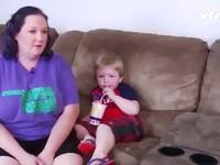 Mỹ: Cảnh sát cứu em bé bị hóc đồng xu