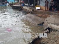 Sạt lở bờ sông ở Cà Mau, 3 ngôi nhà bị nhấn chìm