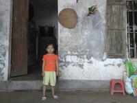 Bố mẹ nghèo đau đớn chứng kiến con gái tim bẩm sinh chết dần từng ngày