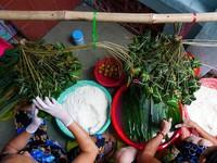 Độc đáo làng nghề bánh ú lá tre giữa lòng thành phố