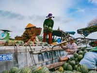 Chợ nổi Cái Răng ấn tượng qua ống kính của Huỳnh Anh và Eli Gia