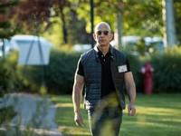Vượt mặt Bill Gates, ông chủ Amazon giàu nhất lịch sử đương đại