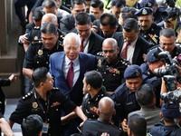 Cựu Thủ tướng Malaysia ra hầu tòa