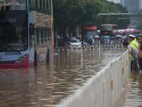 Mưa bão gây lũ lụt nghiêm trọng ở nhiều thành phố Trung Quốc