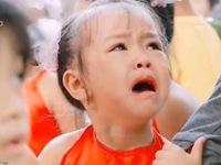 Clip: Học sinh lớp 1 mếu máo, bỡ ngỡ ngày đầu tựu trường