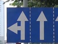 Lộn xộn biển báo giao thông tại Hà Nội