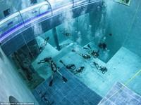 Trình diễn âm nhạc dưới bể nước sâu nhất thế giới