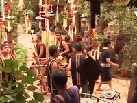 Buổi sáng ở làng bảo tồn văn hóa Tây Nguyên