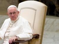 Giáo hoàng phế truất linh mục do bê bối ấu dâm