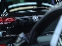 Volkswagen có thể gian lận khí thải trên xe chạy xăng