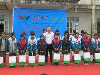 Trao tặng gần 300 phần quà cho học sinh dân tộc Dao